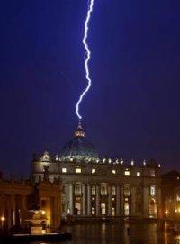 Молния, ударившая в Сан-Пьетро 11 февраля многим показалась зловещим знаком